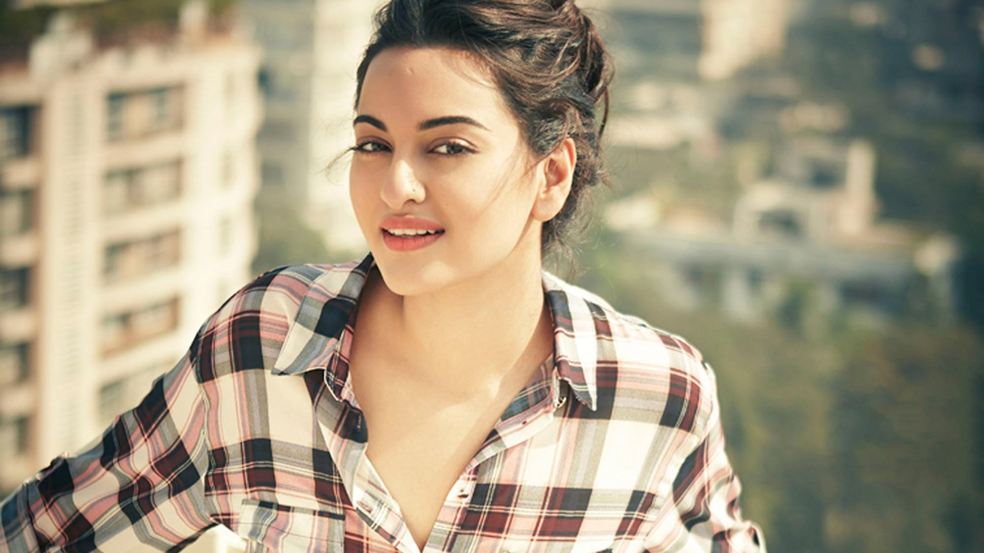 cute sonakshi sinha hd wallpaper | hd latest wallpapers