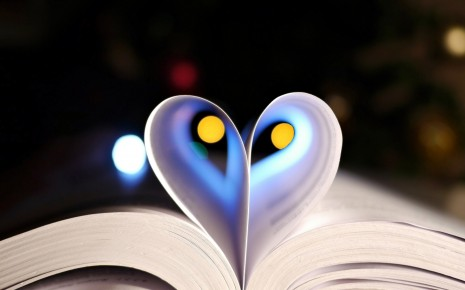 heart-in-the-pages-hd-wallpaper