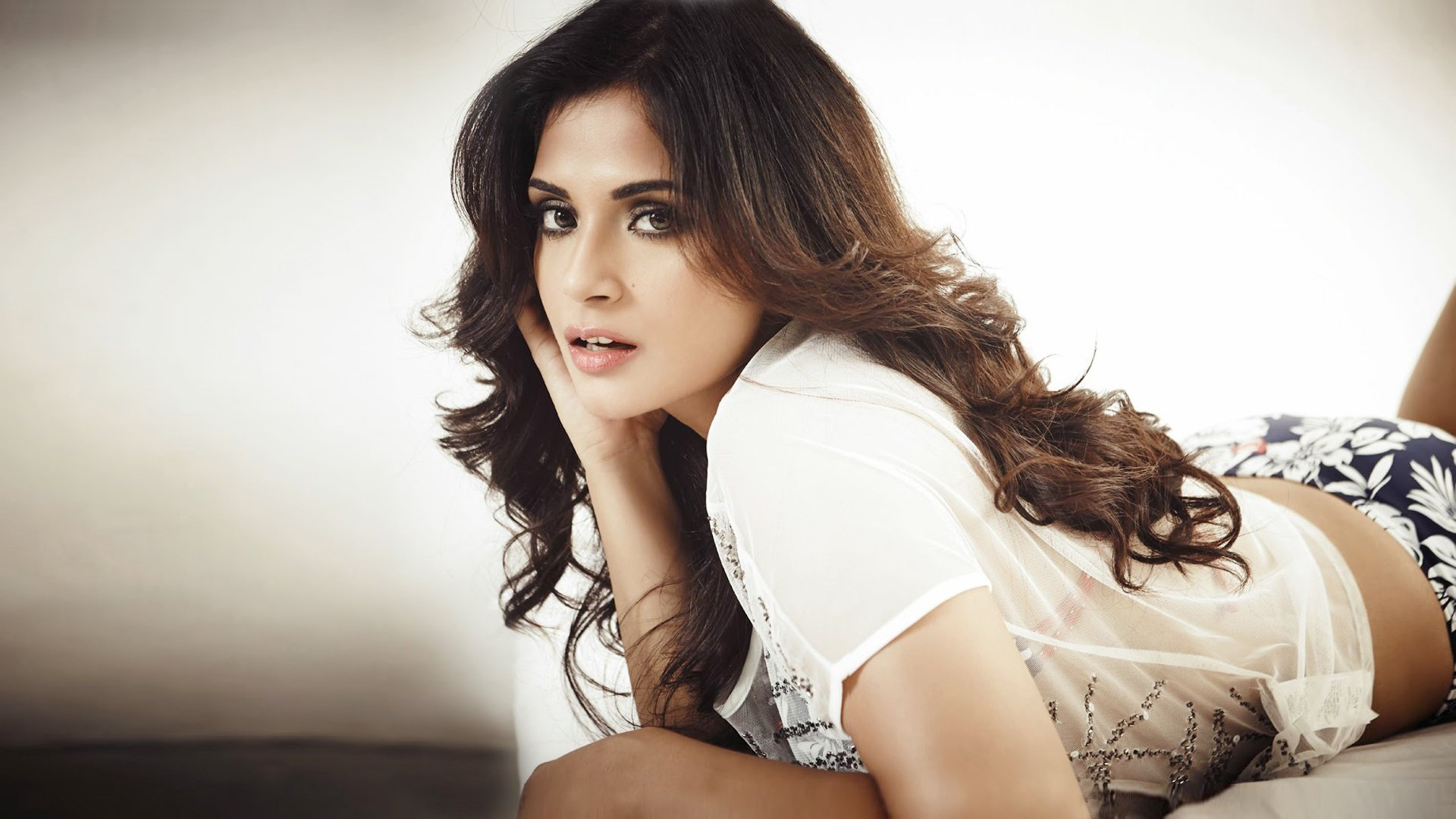 richa chadda bollywood celebrity hd wallpaper hd latest