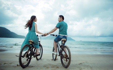 Couple Bicycle Beach Ocean Dress Asian mood wallpaper