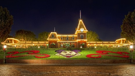 ws_Christmas_at_Disneyland_1920x1080