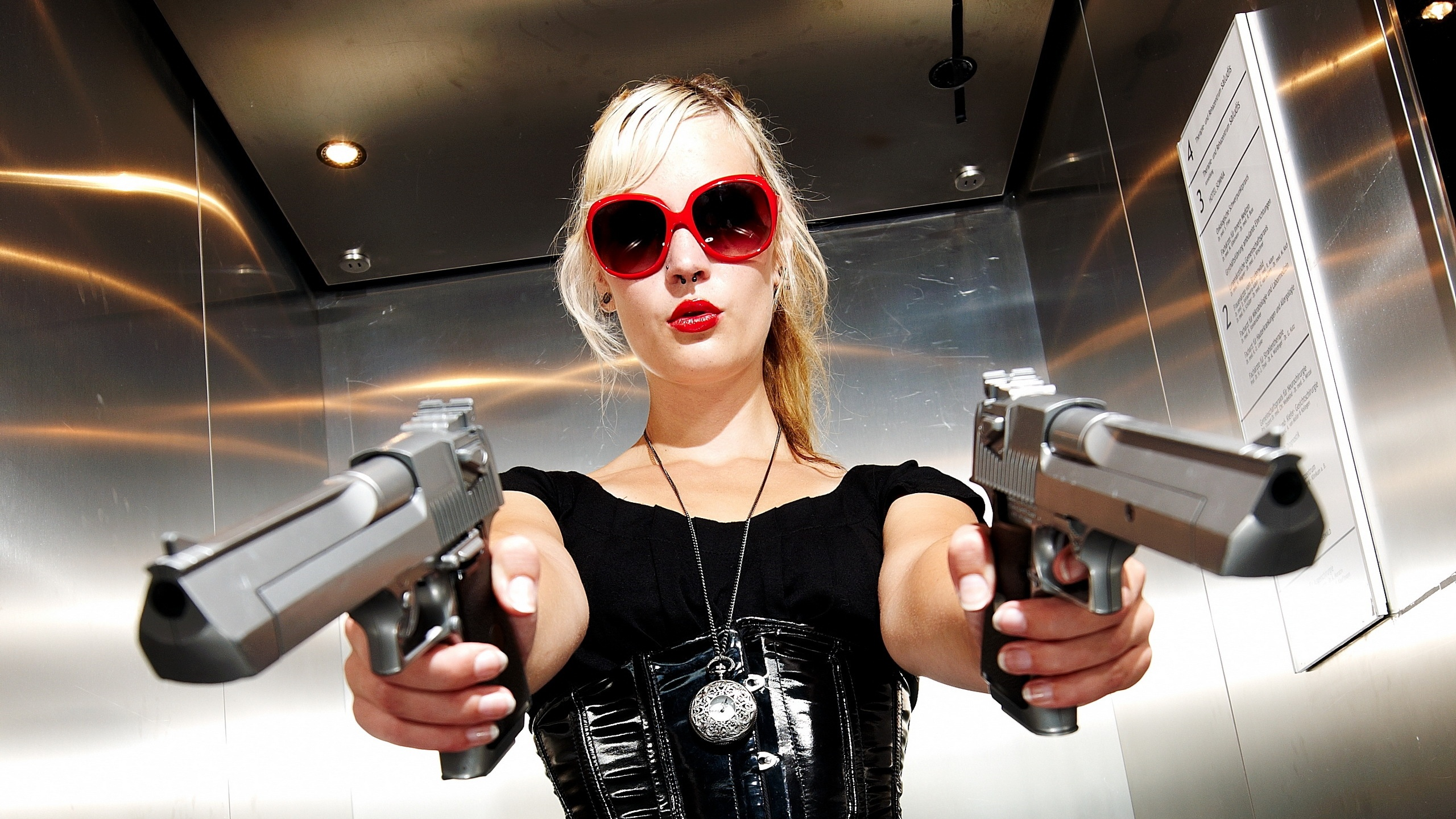 blonde-with-guns-hd-wallpaper