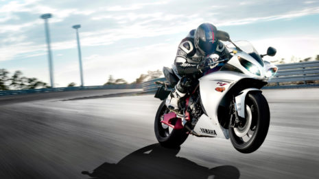 yamaha-yzf-r1-bike-hd-wallpaper