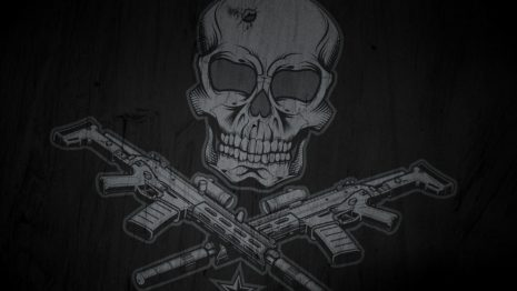 Skull and guns Wallpaper