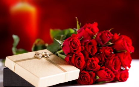 Presents with Roses HD wallpaper