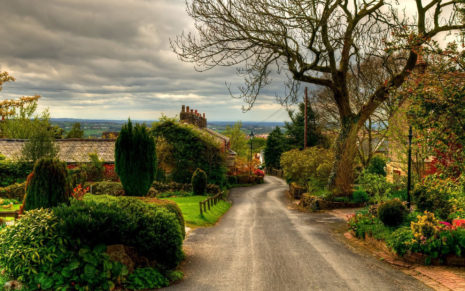 Village Street in England HD wallpaper