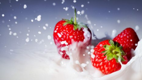 Strawberries and whipped cream HD wallpaper