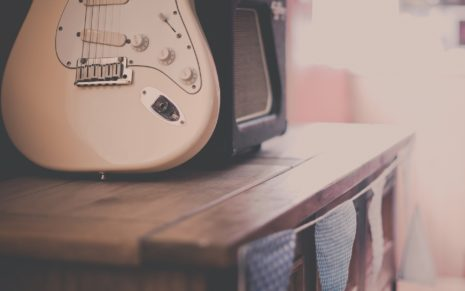 Vintage white guitar HD wallpaper