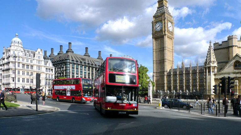 Tourist buses in London HD wallpaper