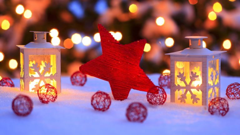 Christmas decorations in the snow HD wallpaper