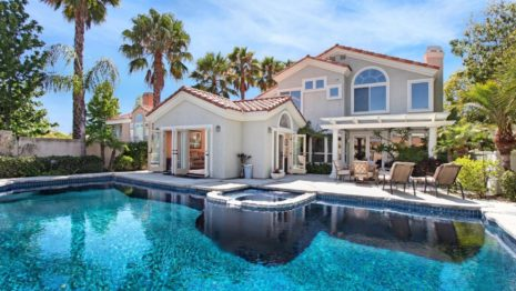 House with swimming pool HD wallpaper