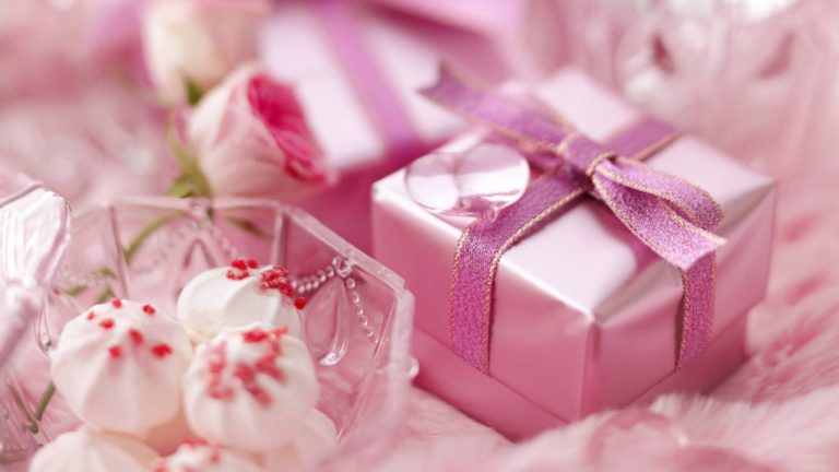 Precious Presents HD wallpaper