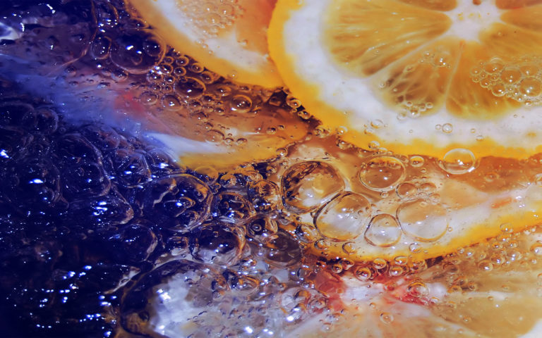 Lemon in icy water HD wallpaper