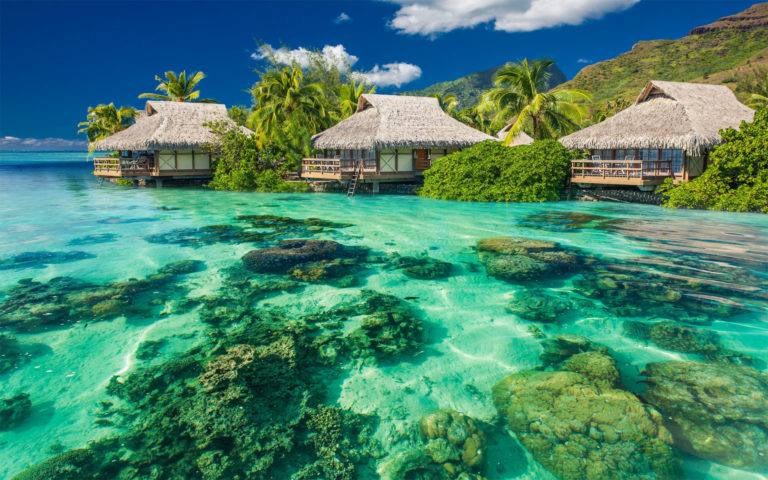 Vacation house on shore HD wallpaper