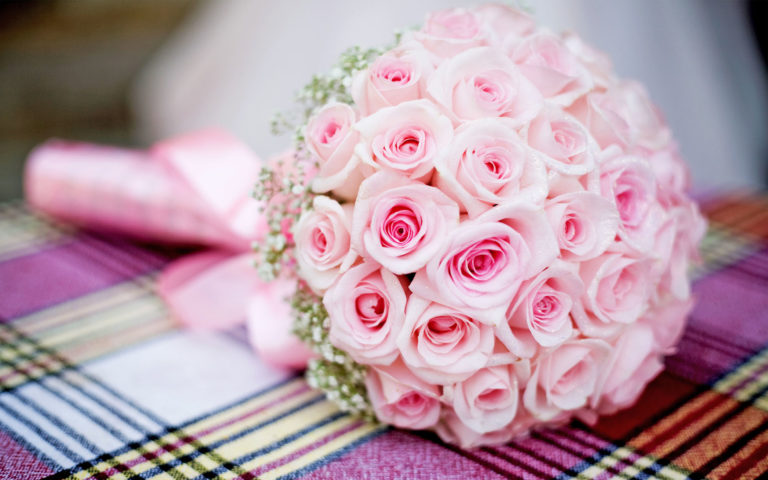 Gift of pretty bouquet HD wallpaper