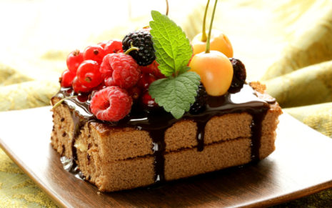 Cake with rich fruits HD wallpaper