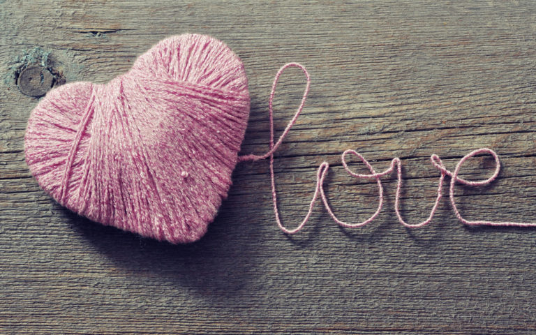 Heart made of string HD wallpaper