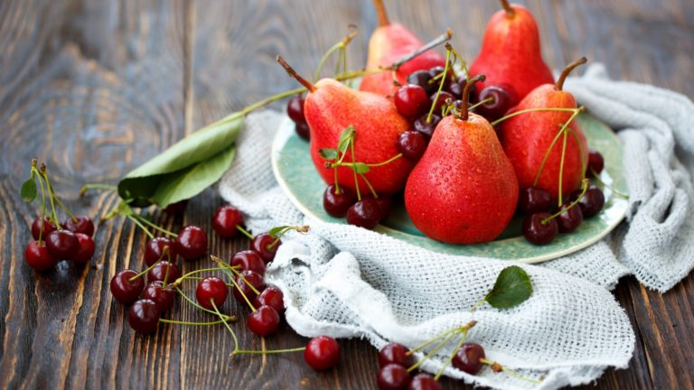 Reddish pears HD wallpaper 1
