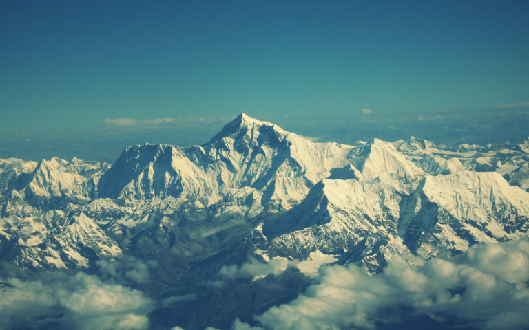 Snow of Everest HD wallpaper